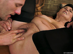 Margo T.menacing Receives Her Old Hirsute Wet Crack Fingered And Drilled