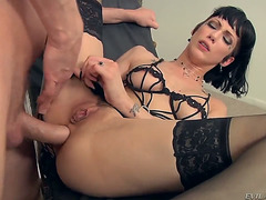 Dark haired honey Asphyxia Noir fucking hard