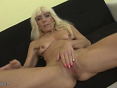 Bleach golden-haired older slut disrobes for our enjoyment