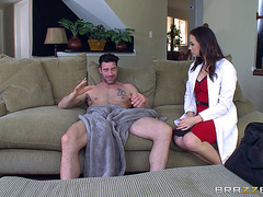 Thick Sweetheart Chanel Vigorously Bounces On The Schlong Of Her Partner