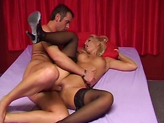 Unforgettable nookie with a bootylicious blonde cutie in darksome nylons