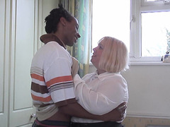 Chubby Older Woman Cheats On Hubby 'cuz This Babe Wish A BBC