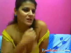 Voluptuous sri lankan bonks herself