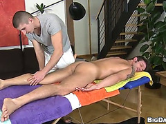 Excited masseuse bonks his client in a hawt homo scene