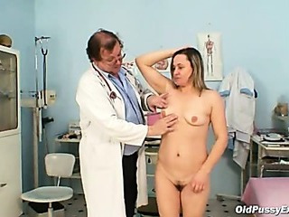 Porno Video of Mature Jaroslava Gyno Speculum Pussy Checkup At Gyno Clinic