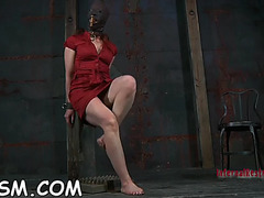 Demeaning a shackled hotty