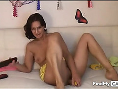 Hawt mother i'd like to fuck on webcam shoves a toy in her snatch gap