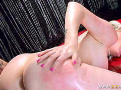Courtney cummz slips his heavy pecker unfathomable in her butt inch by inch