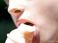 Kristen scott ate the ice cock juice and enticed ice jizz stud