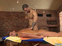 Slutty homo masseuse makes his client engulf and copulates his large dong