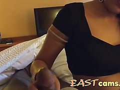 Breasty indian desi aunt gives sexy oral-sex and tugjob to her paramour