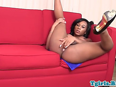 Nubian ts queen tugging her knob lazily