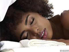 Fleshly brazilian honey luna corazon acquires dicked after massage
