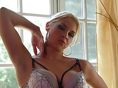 Penis engulfing playgirl sarah facialized