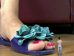 Giantess marina unware