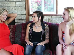 3 extremely hot lesbos are willing for the beaver licking!
