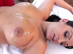 2 gorgeous honeys turning the massage into a lesbo session