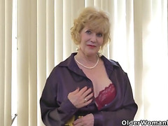 American gilf sindee dix will show u what that babe can't live without almost any