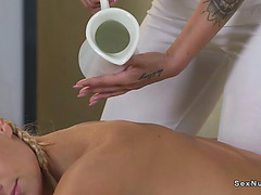 Lesbo euro relaxing massage in oil