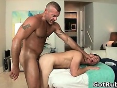 A gay massage a day keeps the doktor