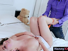 Hawt nanny paris cummings receives her cookie slammed in couch