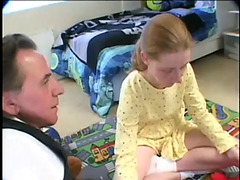 Hija recibiendo sexo anal de su padre