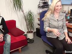 Mutti hilft stief-sohn mit dem mega pimmel beim ficken