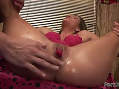 Coarse sex and fisting enjoyment for a hawt playgirl