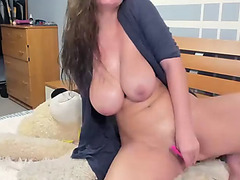Breasty ukrainian livecam-floozy squirts