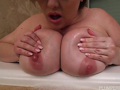 Bunny de la cruz big beautiful woman honey receives screwed in the hawt tub