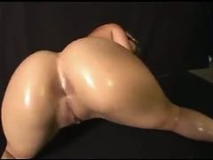 Large booty twerking