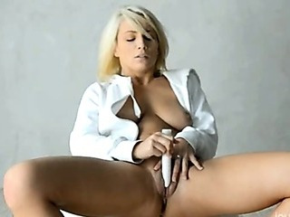 Porno Video of Dildo In Blondes Snatch