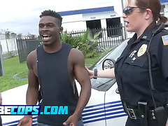 Concupiscent cop duet arrest a gang member for being also hot