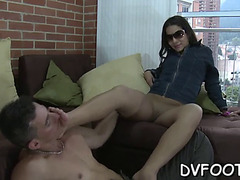 Gal suggests her feet to stud