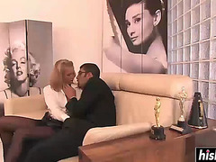 Chick in nylons copulates her boss