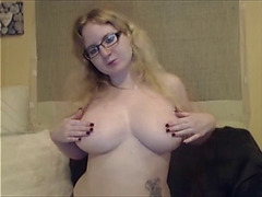 Peytonwynters plays with her large bouncy melons