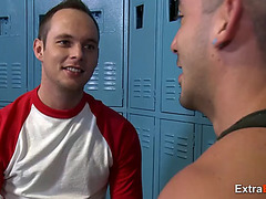 Threeway homo fuck in the locker room