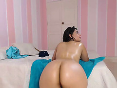 Latin Babe dilettante chatted on livecam and showed fine butt