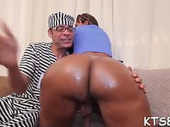 Sexy lad explores tranny&#39s gazoo