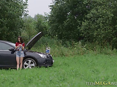 Arwen gold broken car