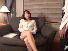 Hawt whore gives orall-service