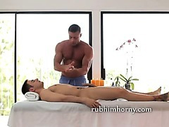 Oiled body hot massage and a handjob as the dude geys hornier by the second