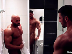 Muscle bodybuilder oral stimulation sex with jizz flow