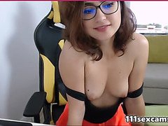 Pretty brunette hair camgirl showing love tunnel on cam