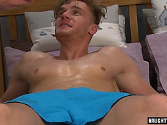 Muscle homosexual tugjob and massage