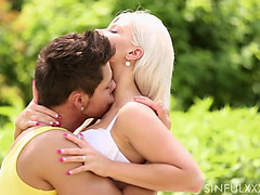 Gardener acquires fortunate when golden-haired babe hooks up with him outdoors