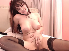Sizzling hawt dark brown sweetheart toying with her muff