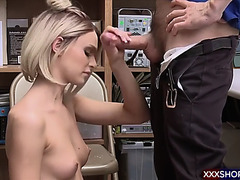 Blond shoplifter acquires castigate screwed in the office