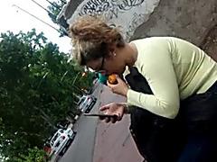 Culona la chupa en la via publica