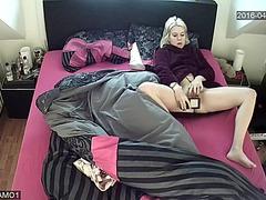 Hacked ip livecam mast in sofa